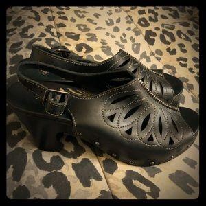 NWOB dansko black leather sandal Sz 9